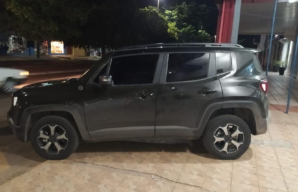 PM intercepta carro roubado em Barra do Bugres - Jeep Renegade